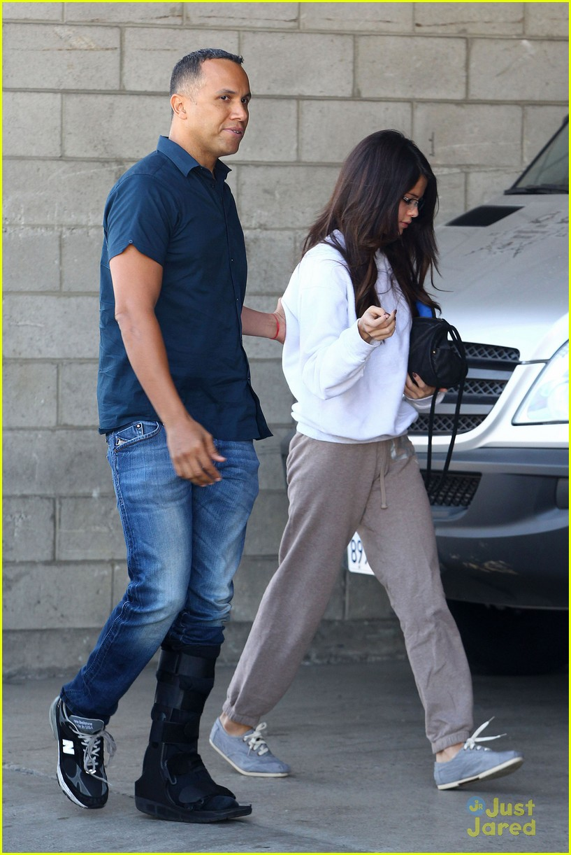 selena gomez sweat pants 04