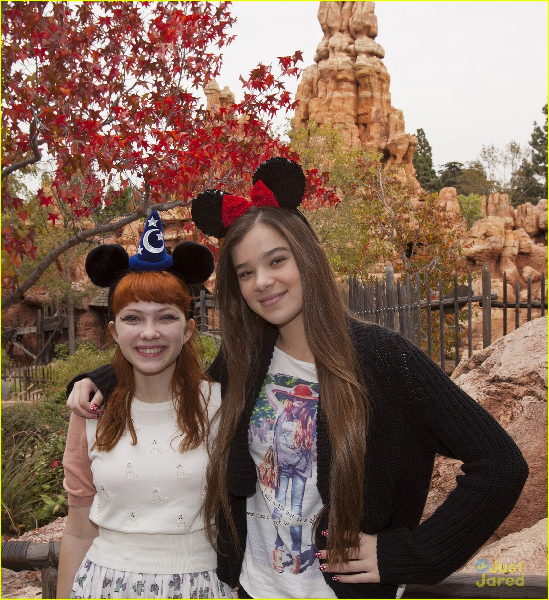 hailee steinfeld tavi disneyland 03