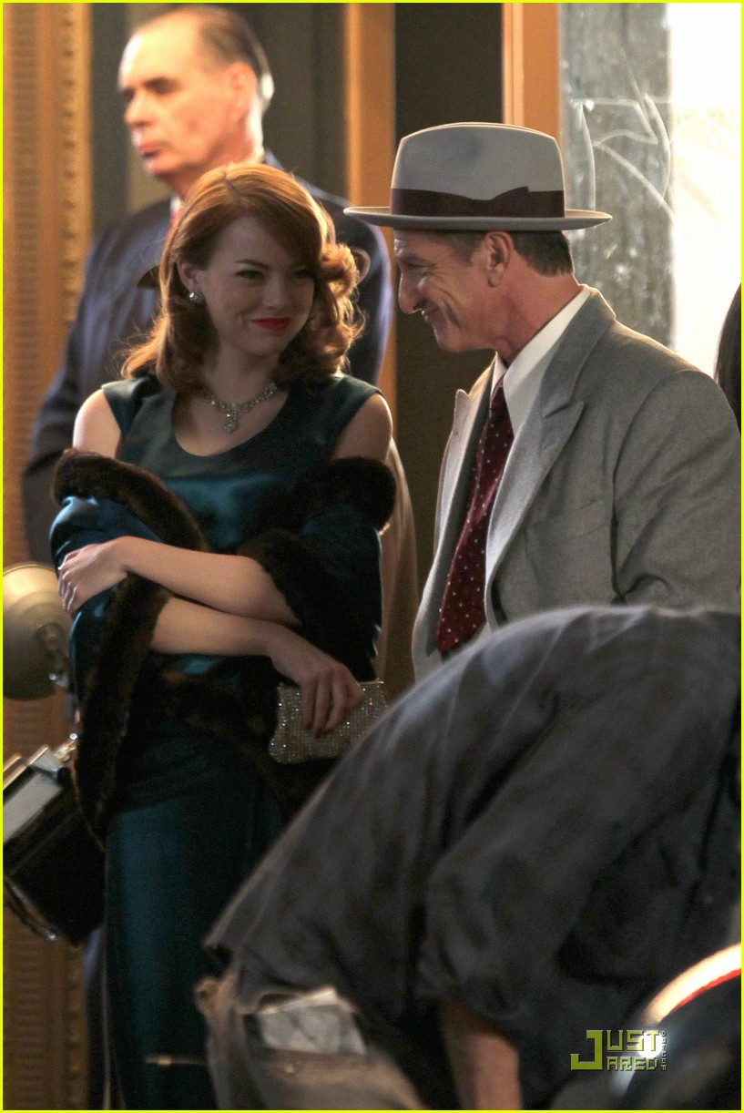 emma stone andrew garfield hug 04