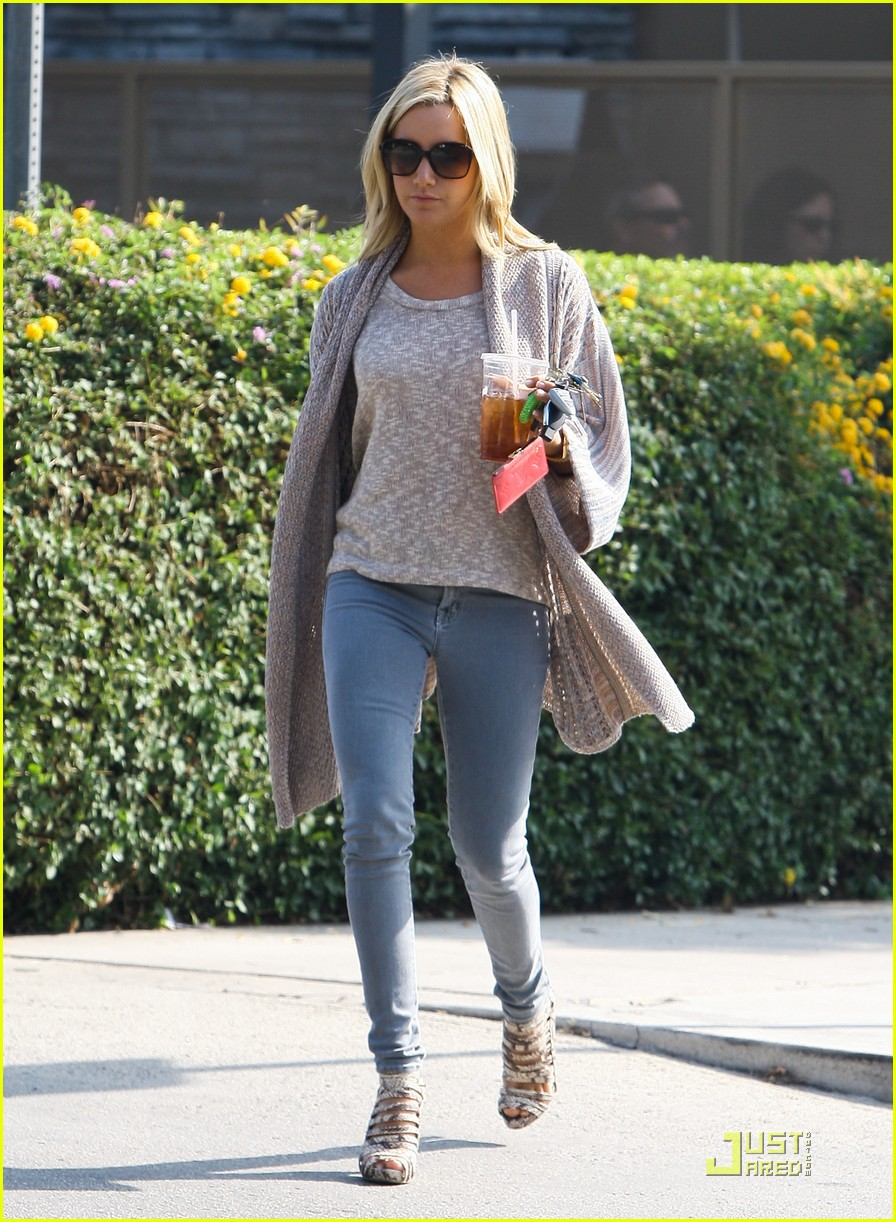 ashley tisdale coffee 01