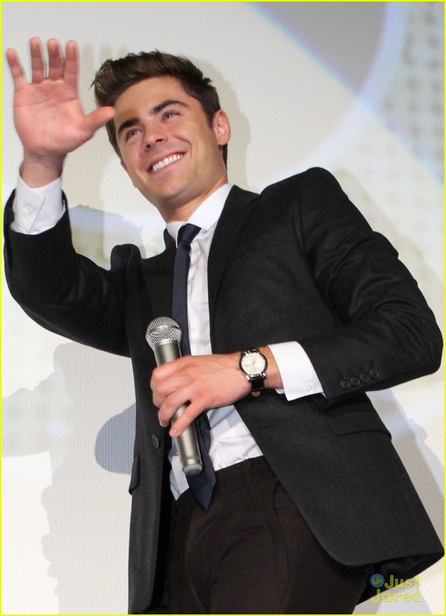 zac efron tokyo nye premiere 02