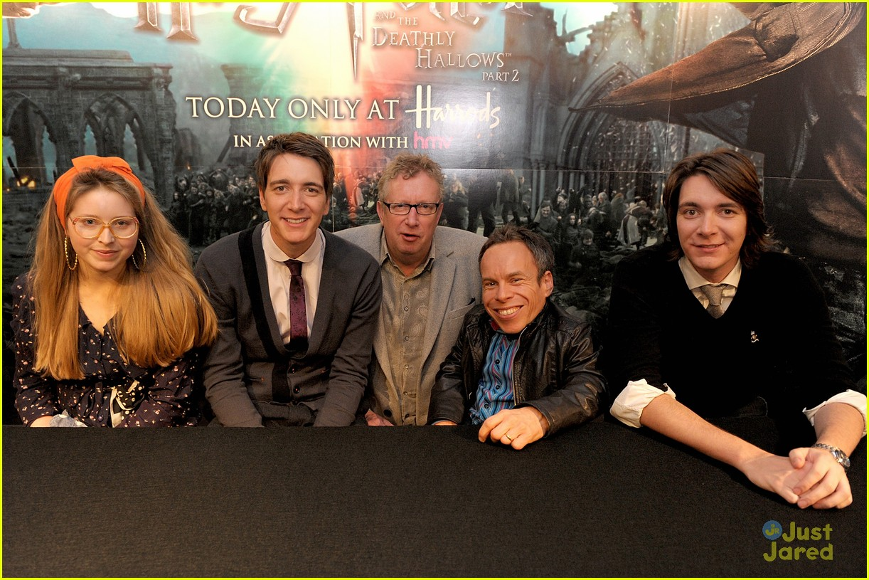 hp cast harrods signing 01