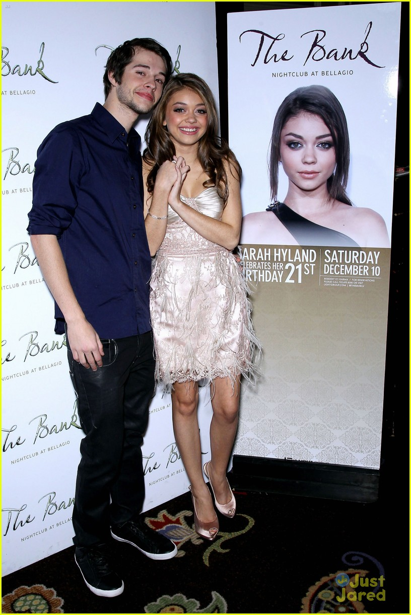 sarah hyland bank birthday 06
