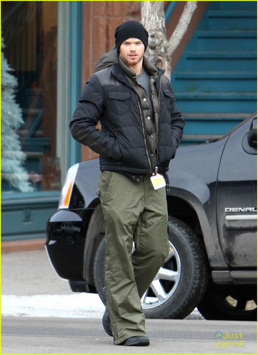 kellan lutz aspen walk 13