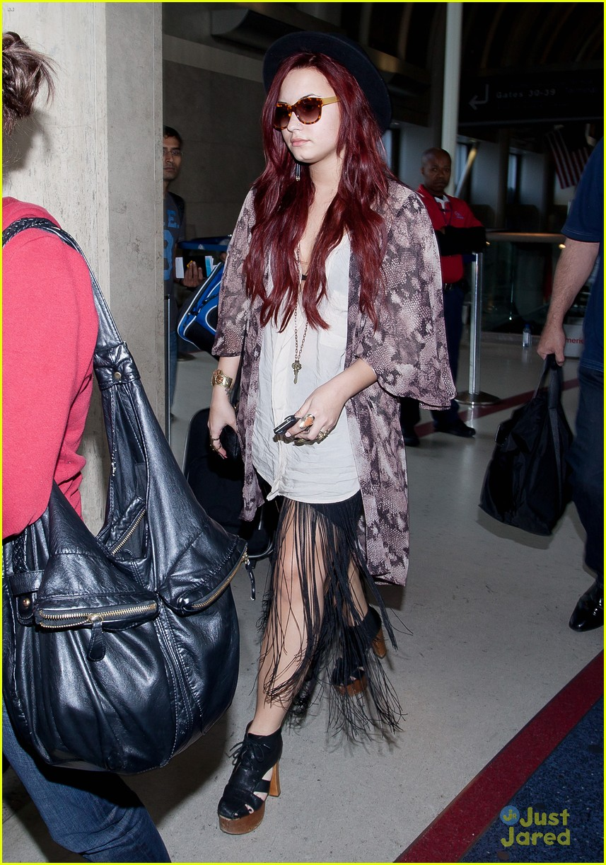 demi lovato back lax 01