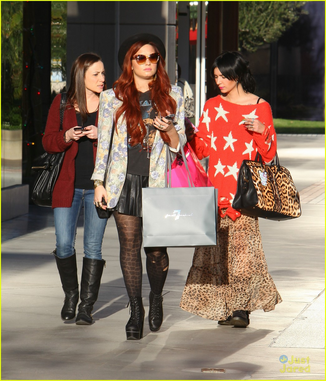 demi lovato holiday shopping 02