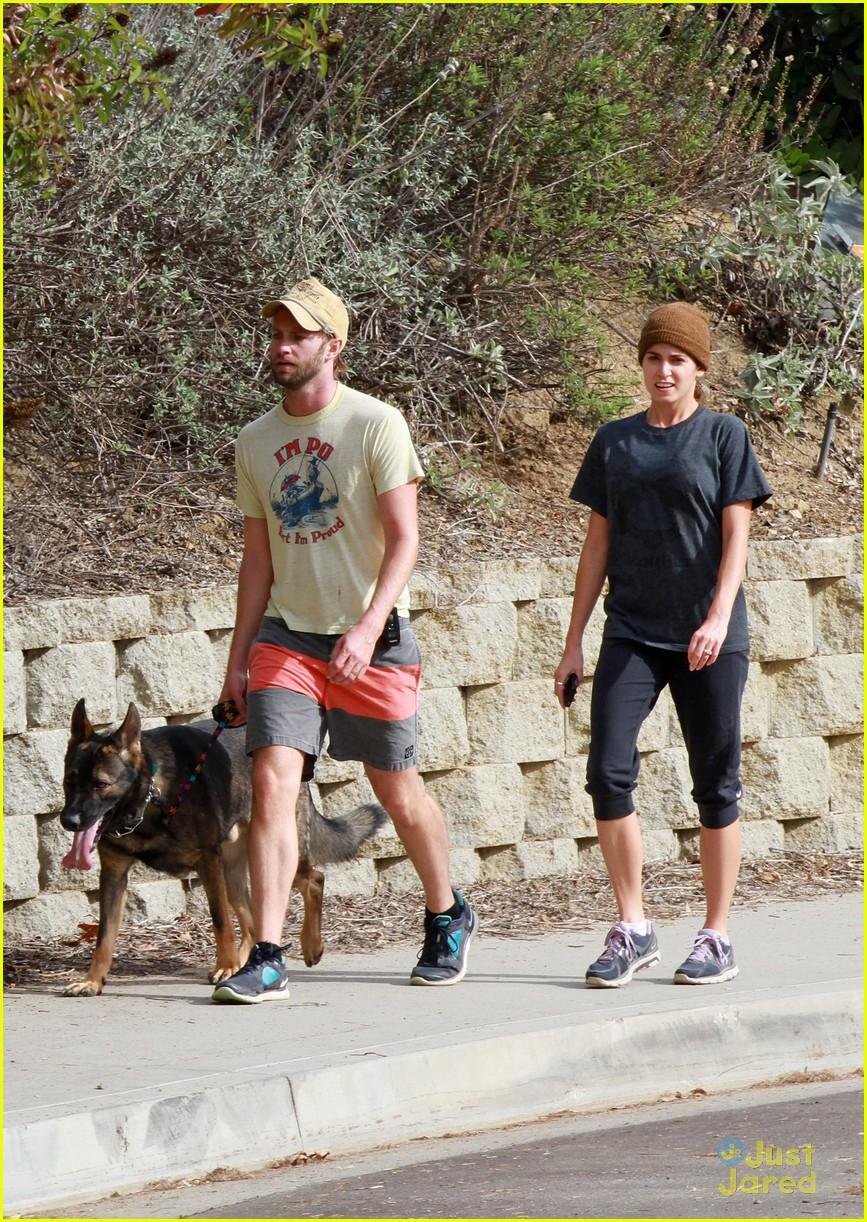 nikki reed paul dog walking 04