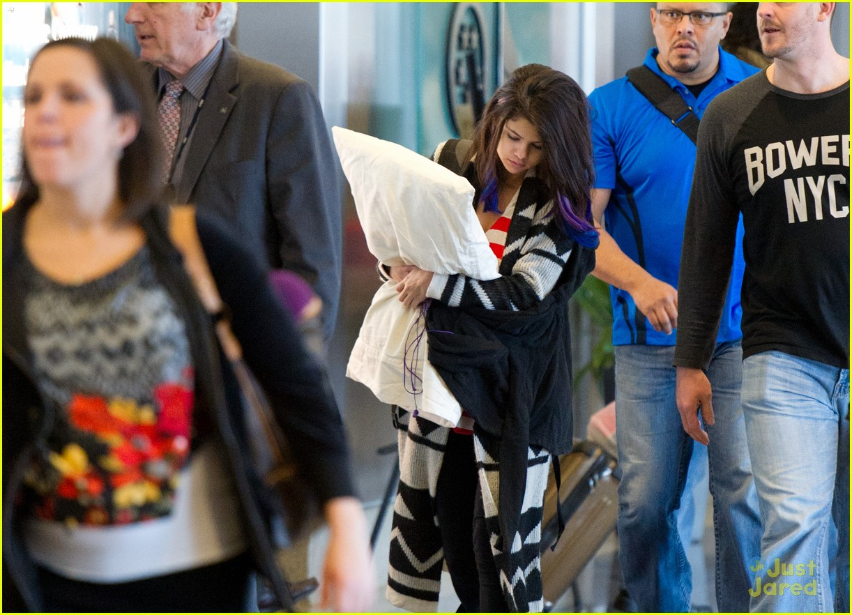 selena gomez pillow lax 02