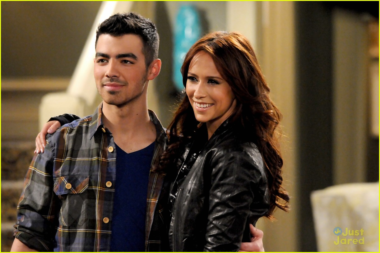 joe jonas cleveland engaged 01