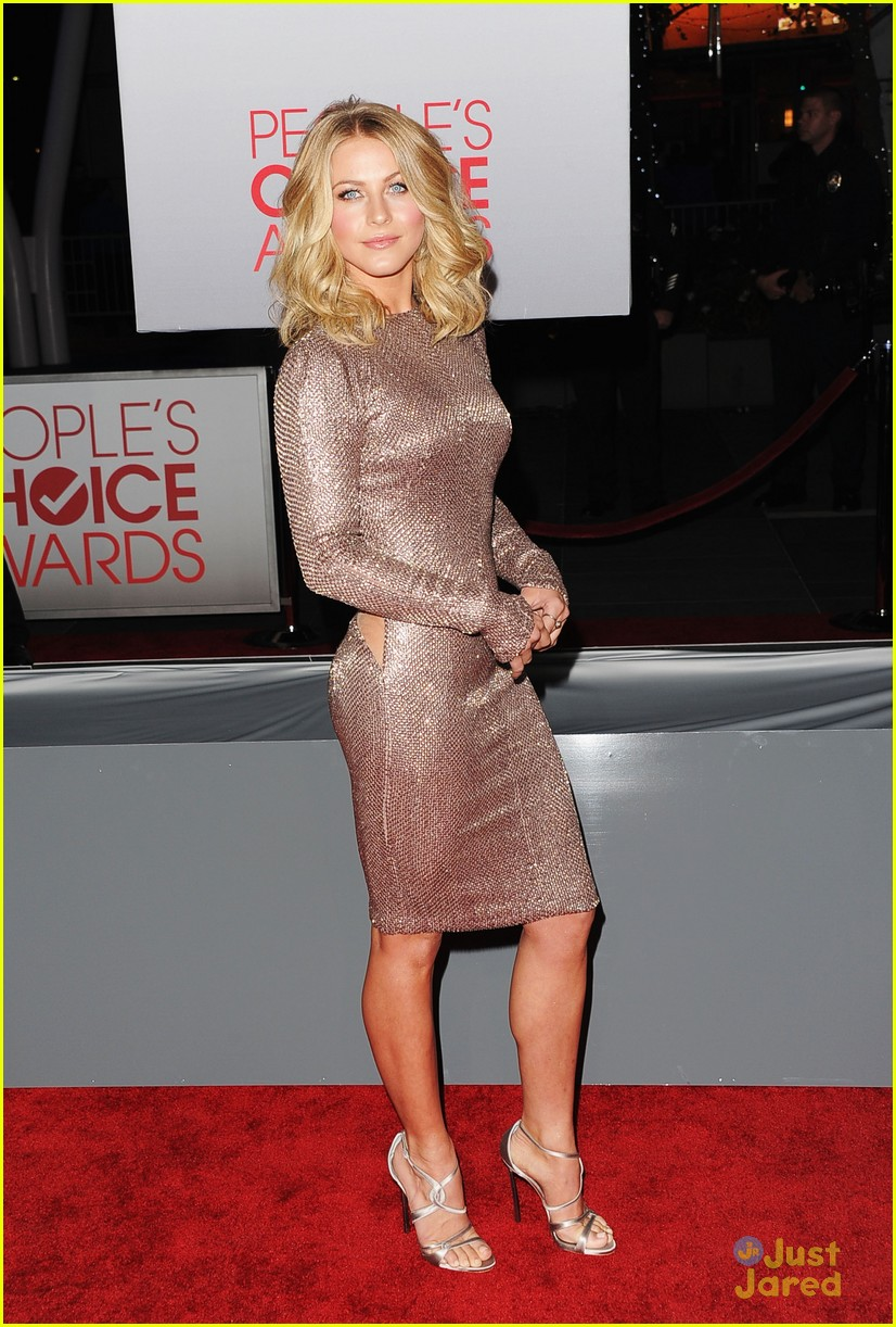 julianne hough 2012 pcas 03