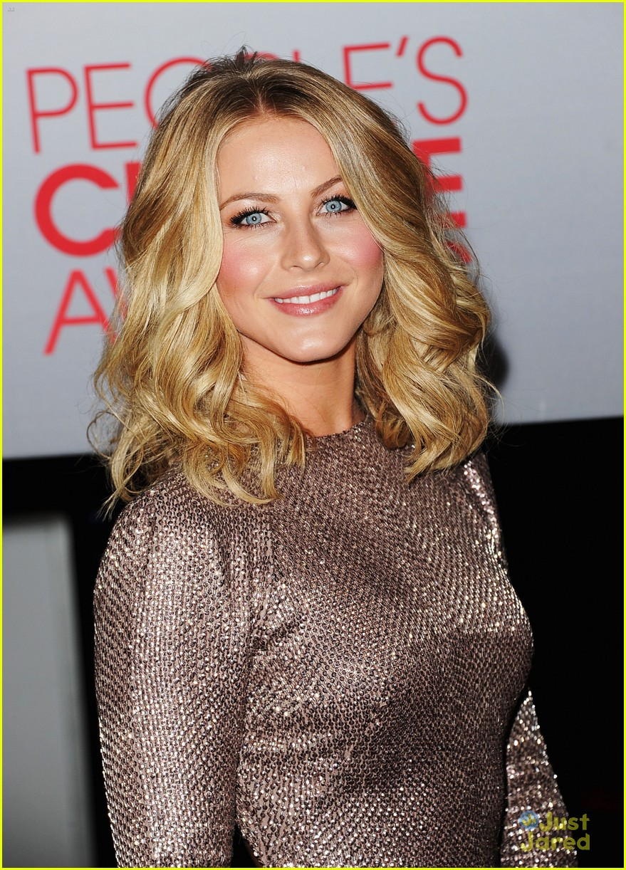 julianne hough 2012 pcas 09