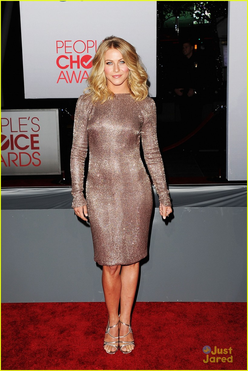 julianne hough 2012 pcas 13