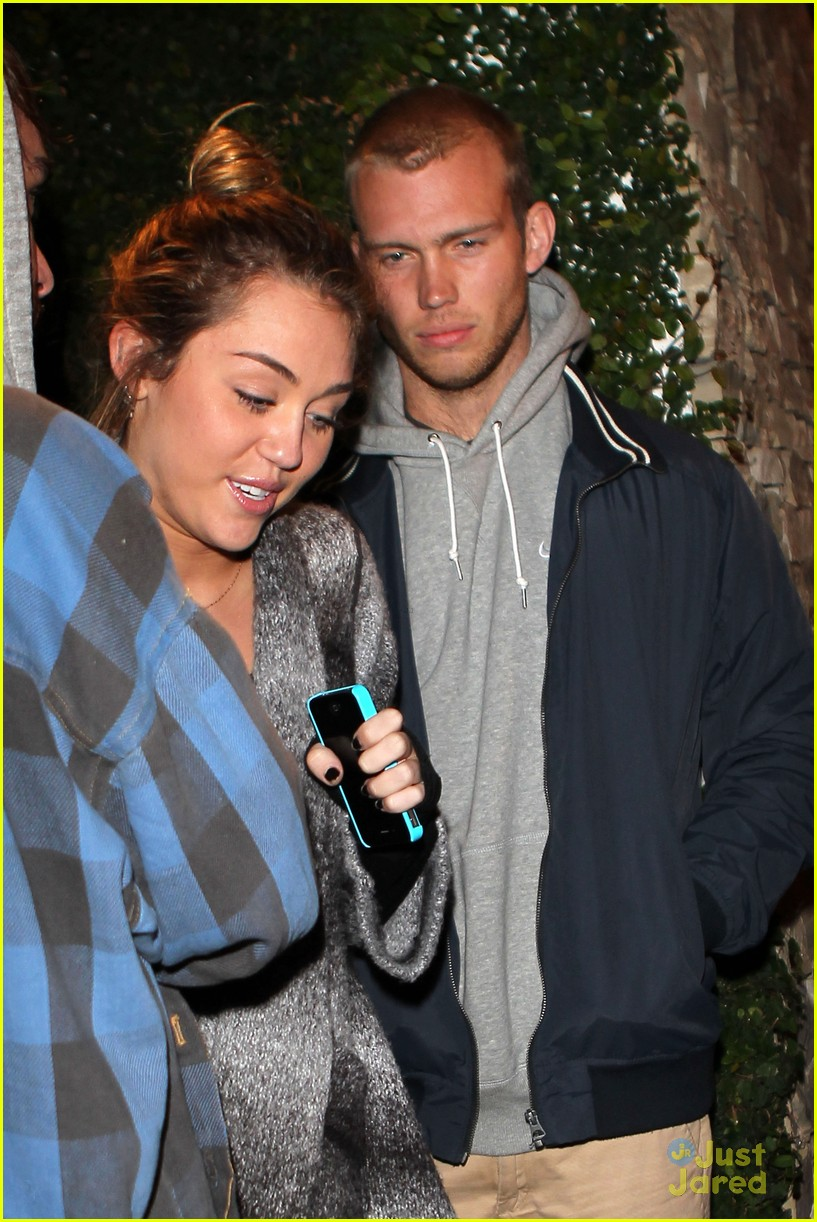 miley cyrus liam hemsworth casa vega 08