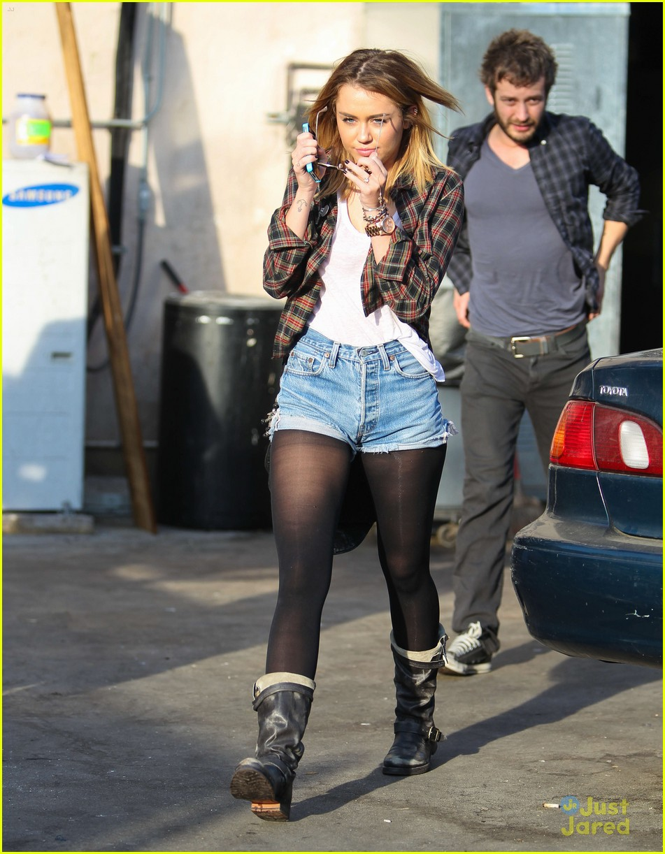 miley cyrus wakcano woman 15
