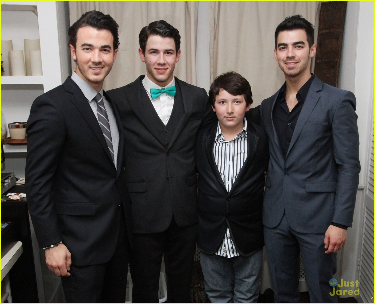 nick jonas hts debut joe kevin 05