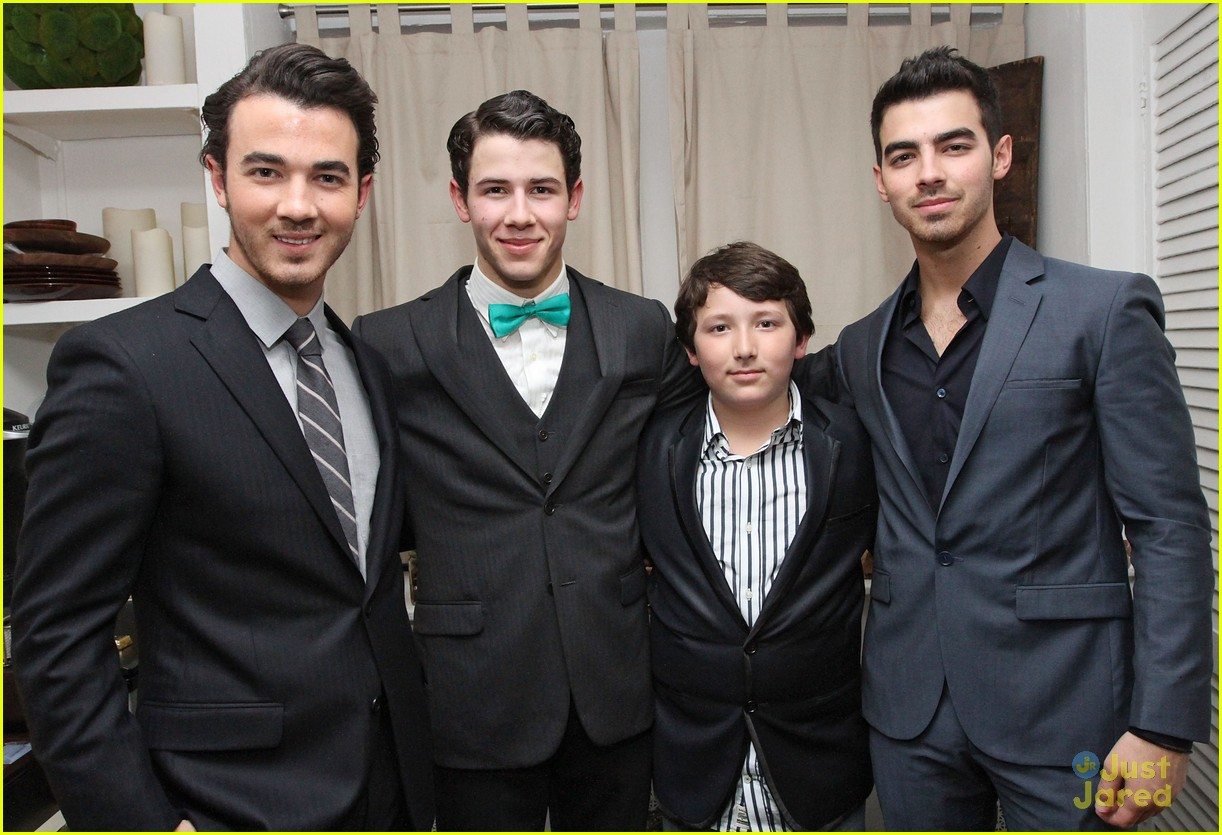nick jonas hts debut joe kevin 09