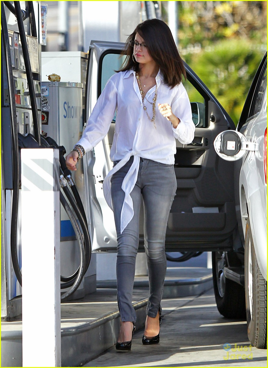selena gomez mcdonalds gas 05
