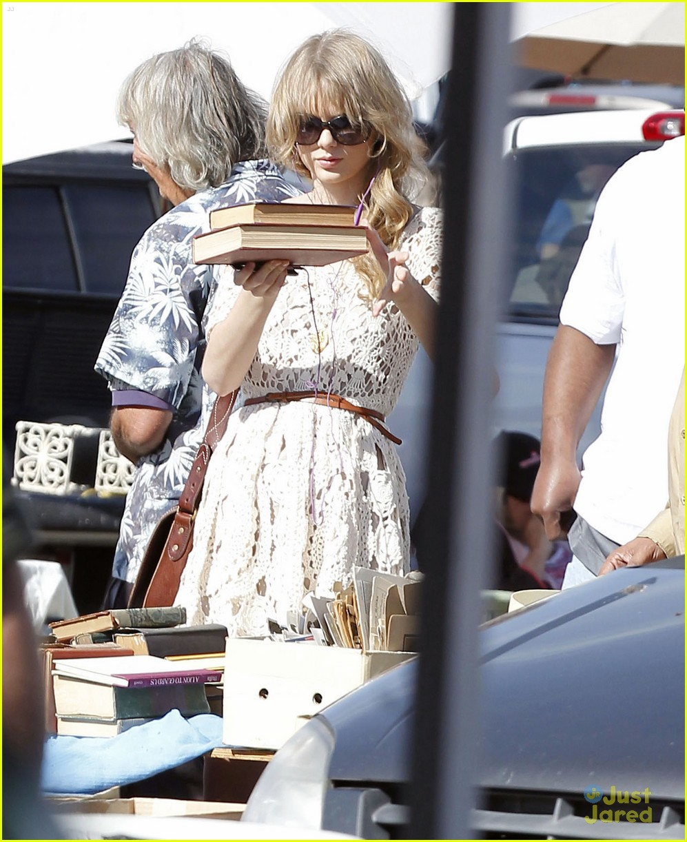 taylor swift flea market 04