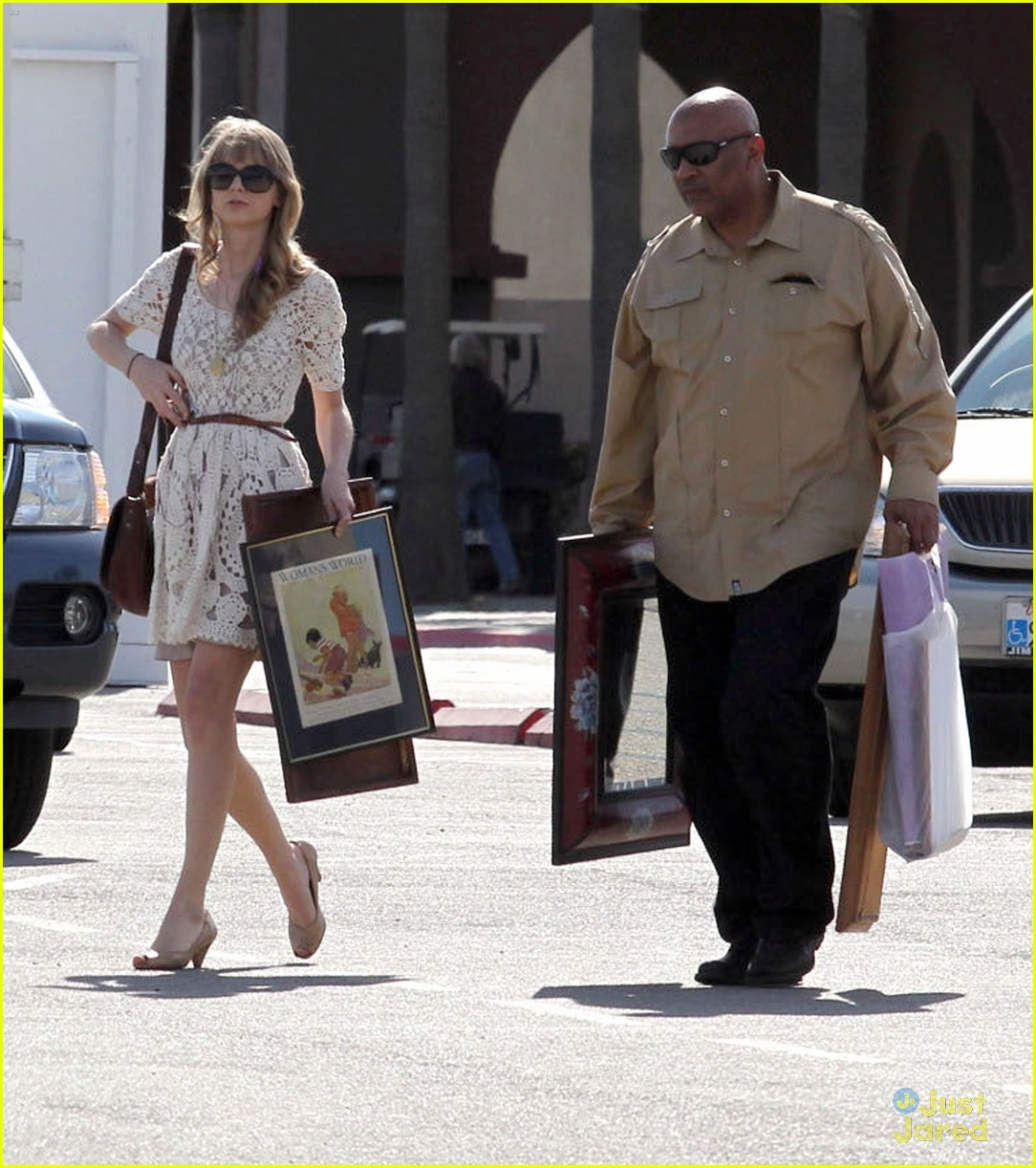 taylor swift flea market 07