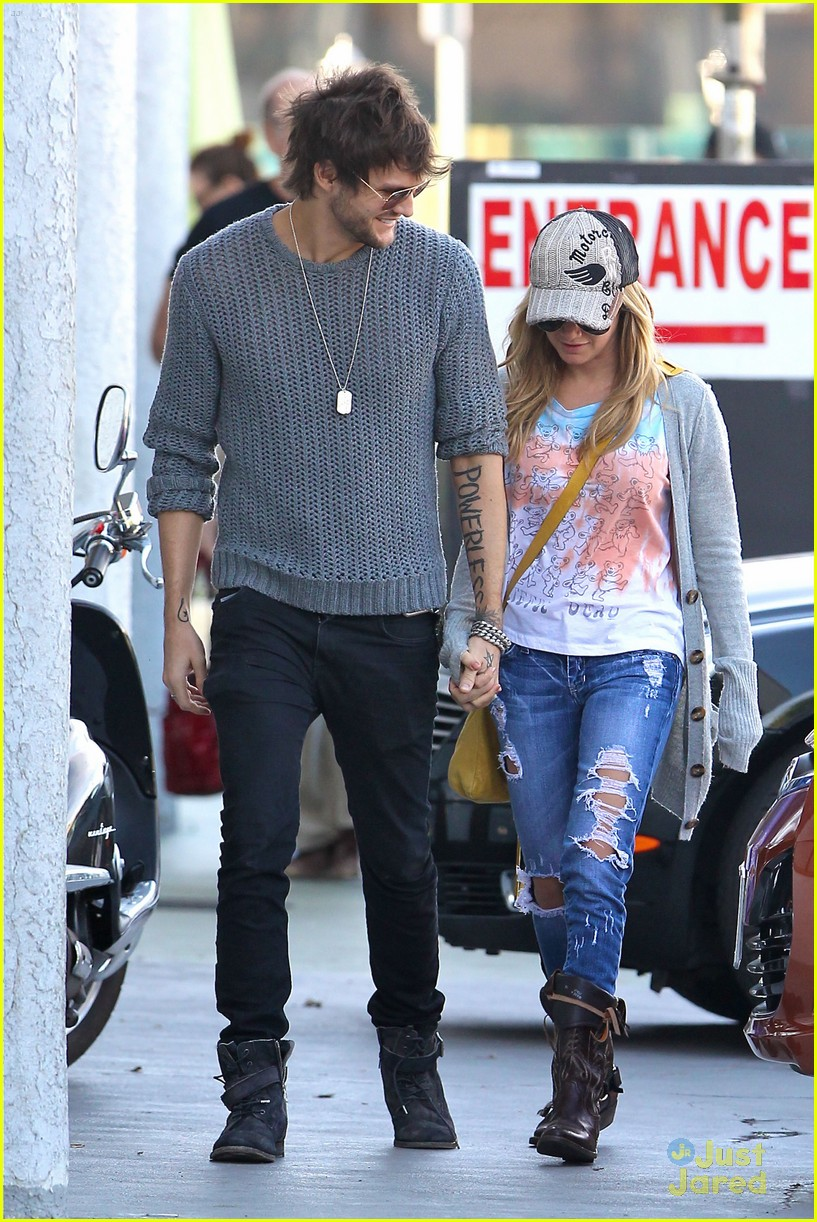ashley tisdale martin studio cafe 06