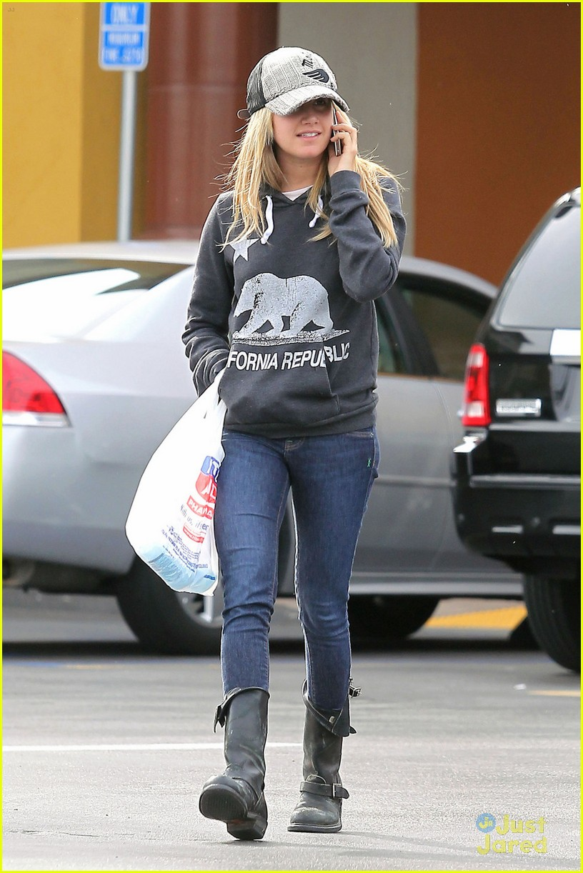 ashley tisdale rite aid run 01