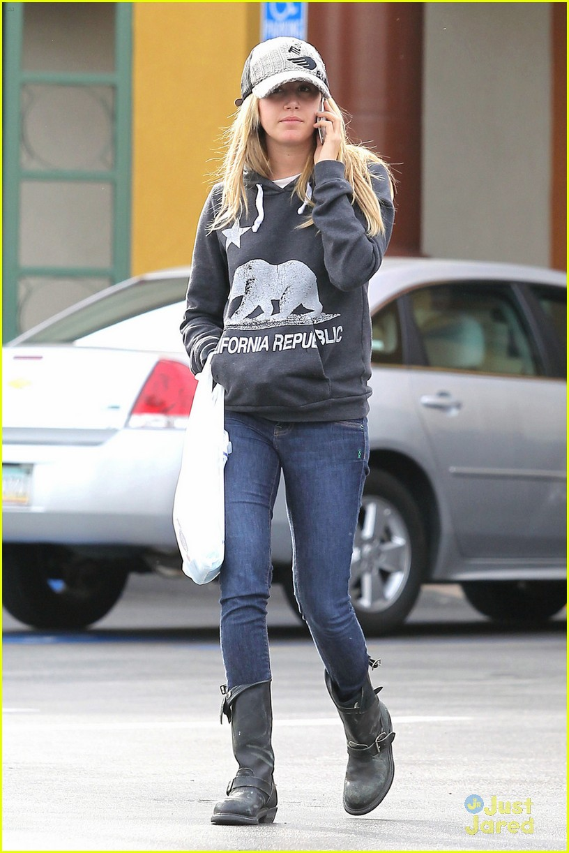 ashley tisdale rite aid run 06