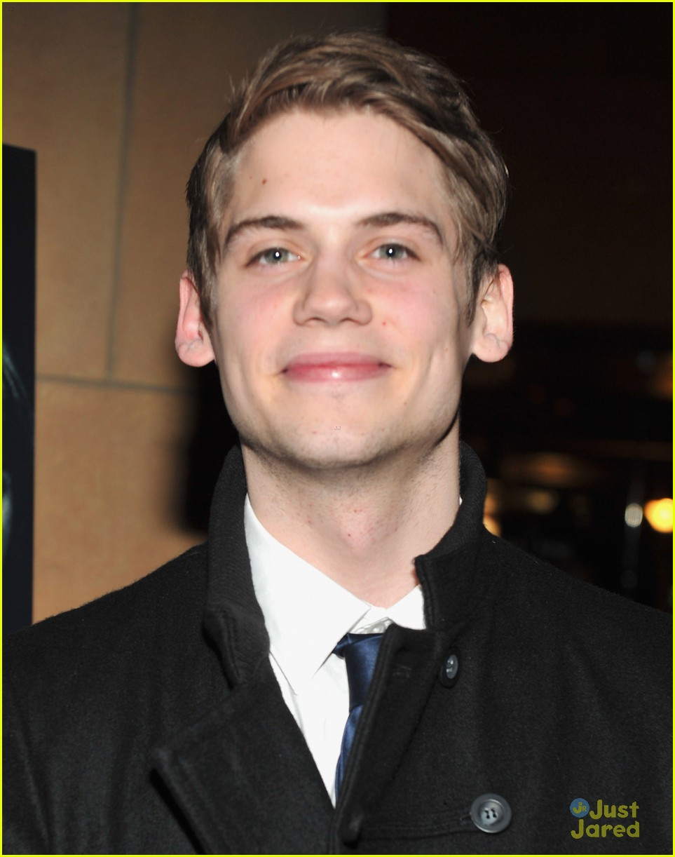 tony oller darkness premiere 01