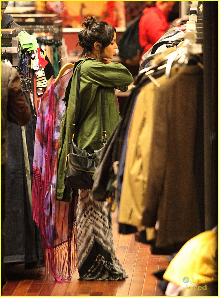 vanessa hudgens shop la 01