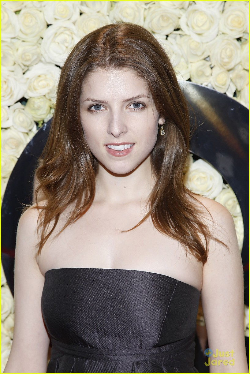 anna kendrick qvc buzz party 02