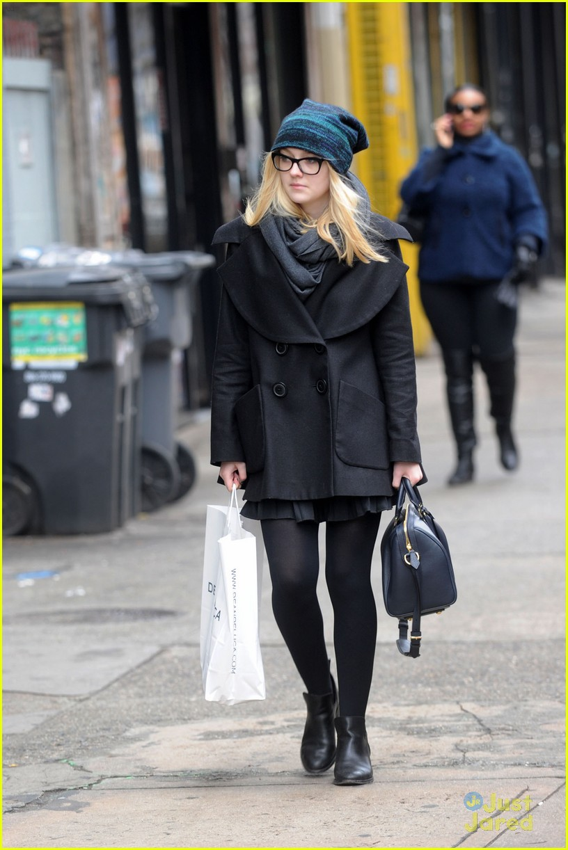 dakota fanning nyc shopper 05