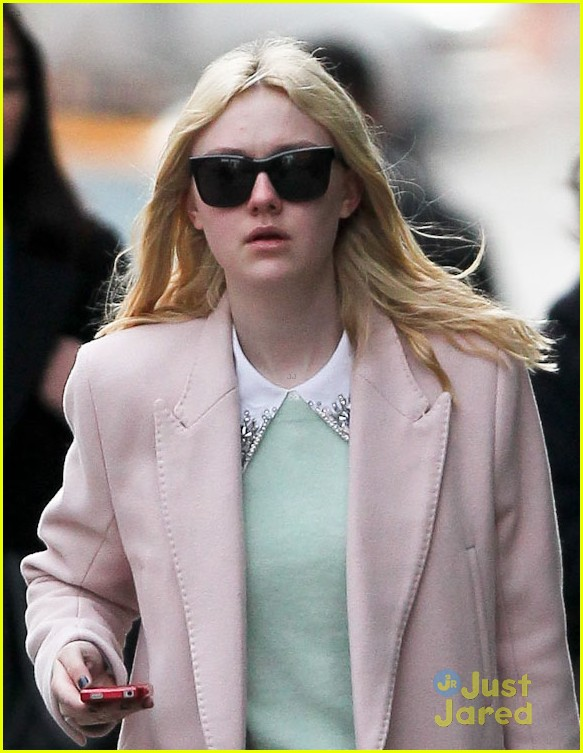 dakota fanning proenza pink coat 03
