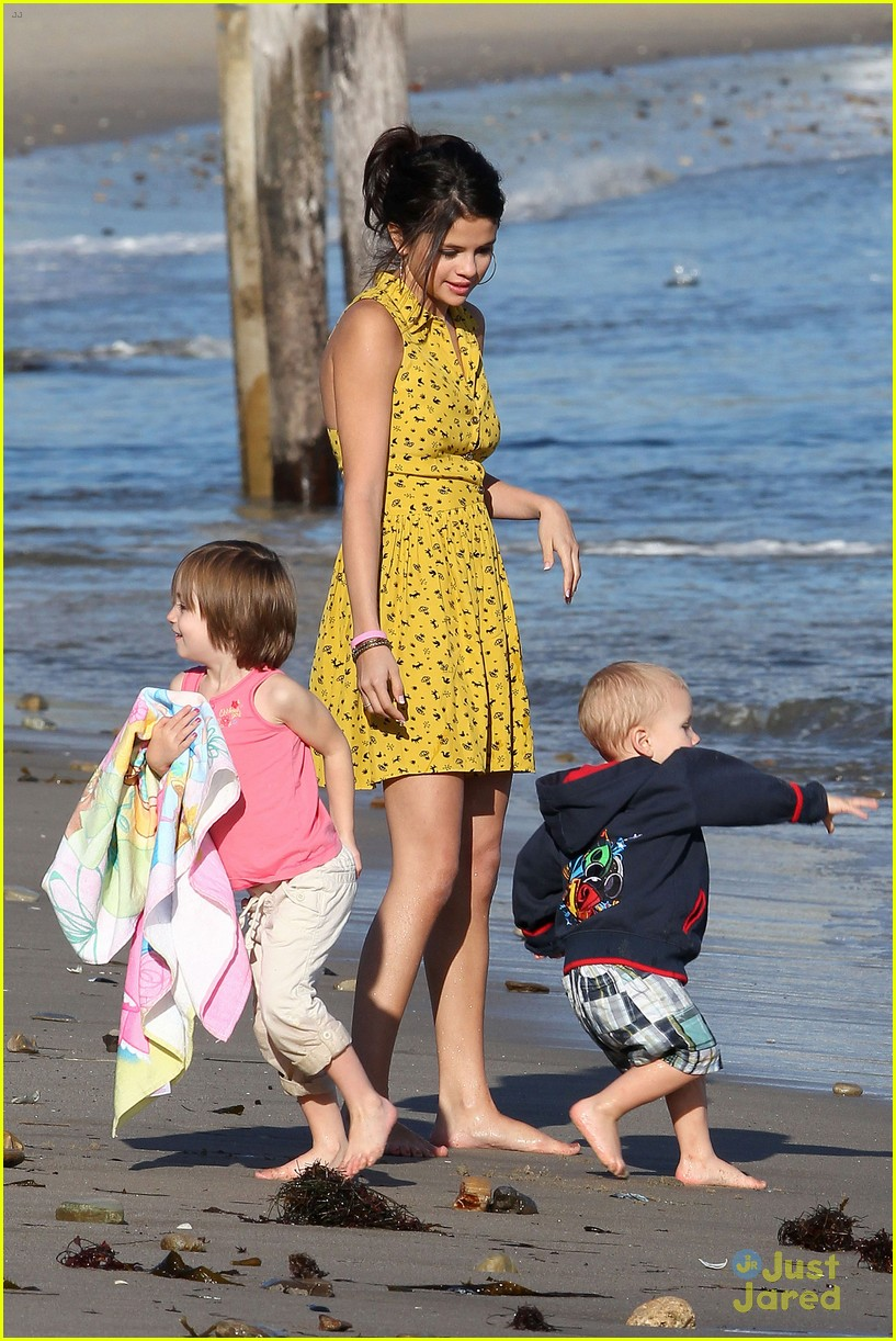 selena gomez justin bieber siblings beach 03