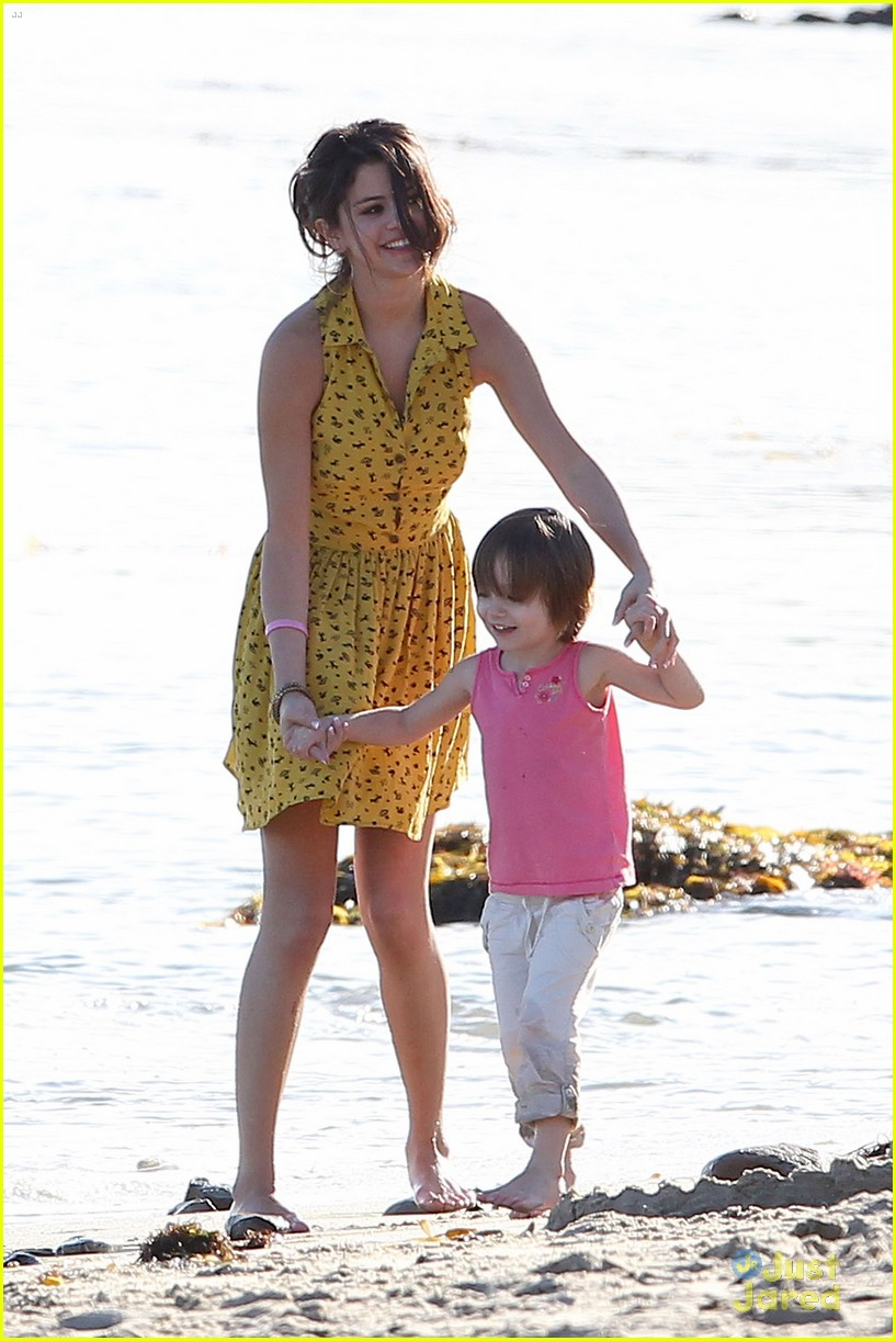 selena gomez justin bieber siblings beach 04