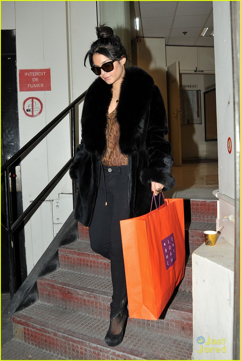 vanessa hudgens shopping paris 01