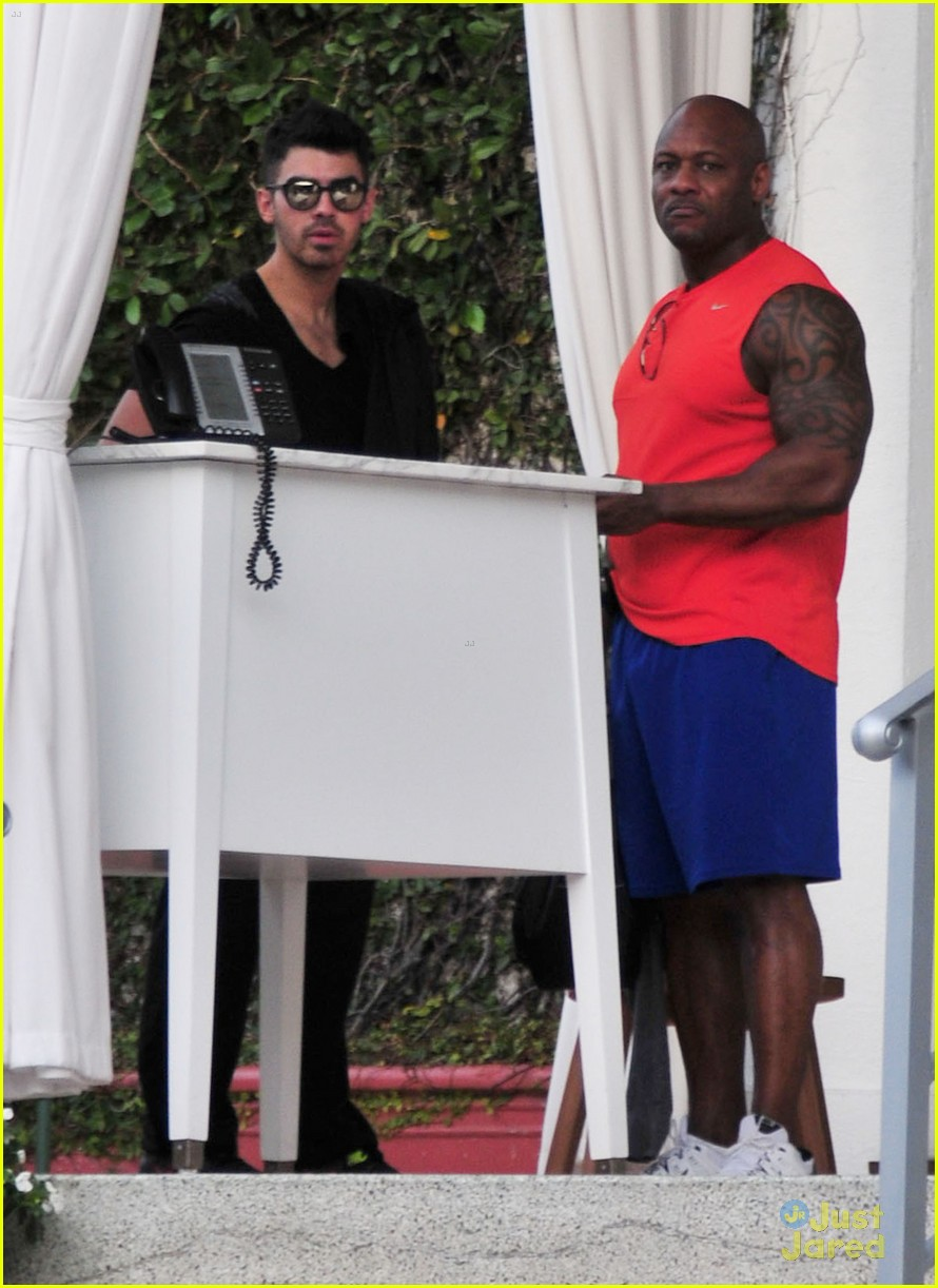 joe jonas more clothes miami 09