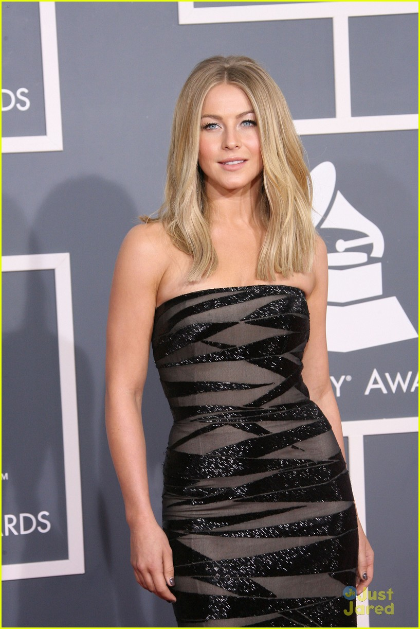 julianne hough 2012 grammys 02