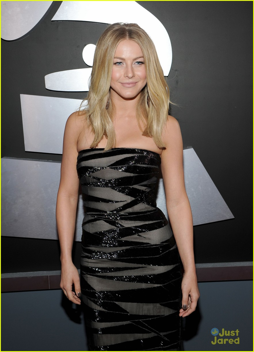 julianne hough 2012 grammys 05
