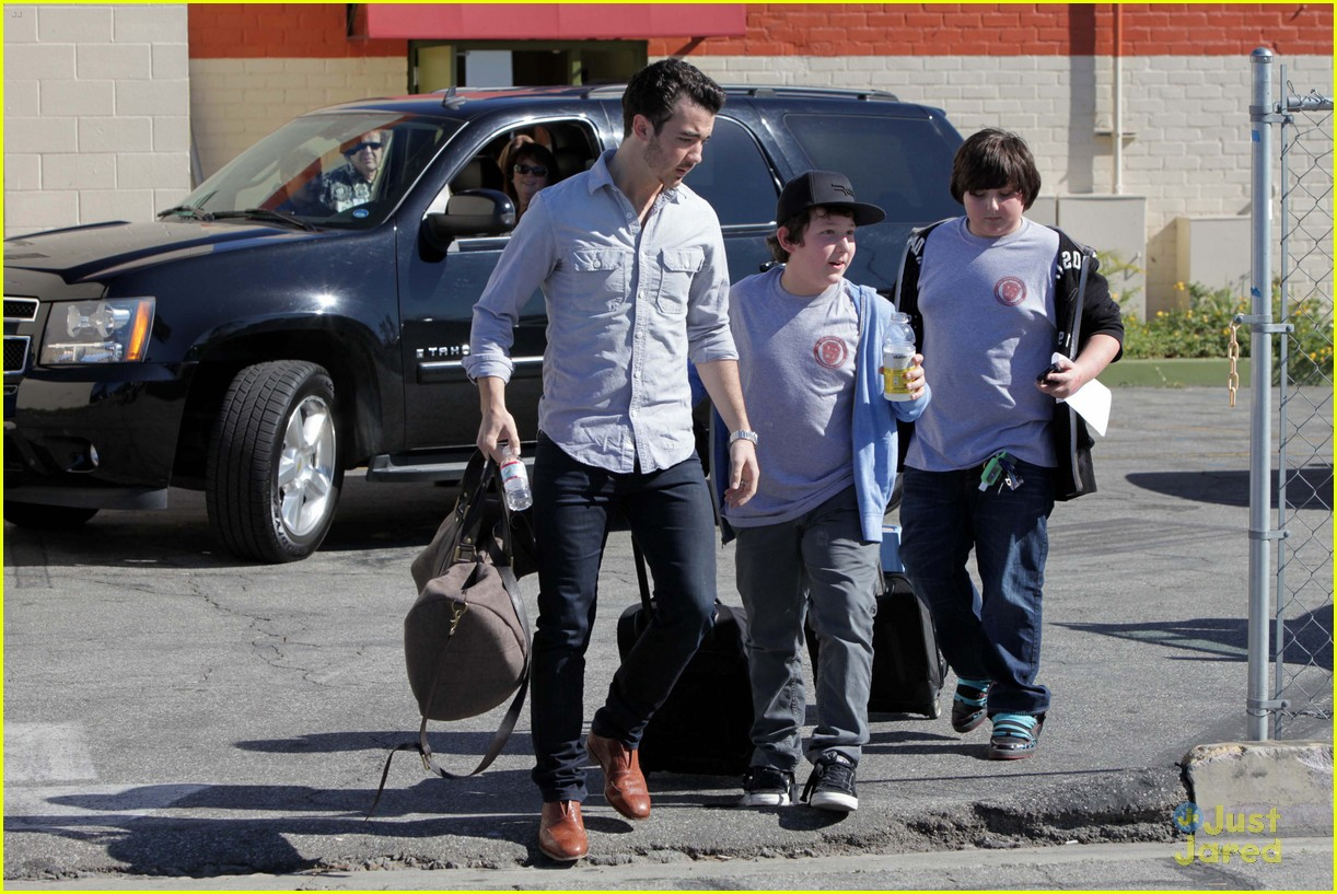 kevin jonas school pickup 08