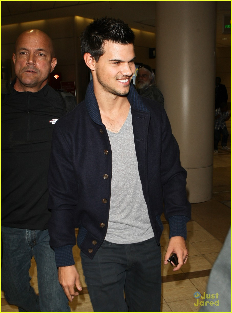 taylor lautner not stetch 02
