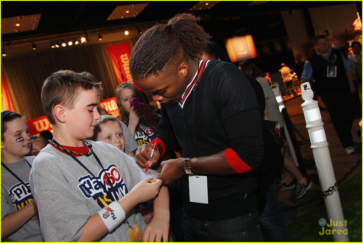 leon thomas kids day superbowl 09