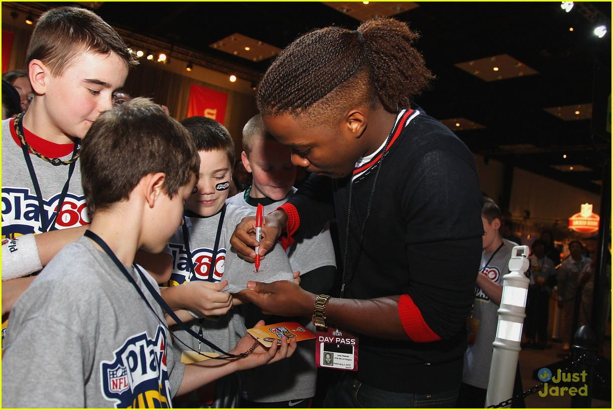 leon thomas kids day superbowl 17