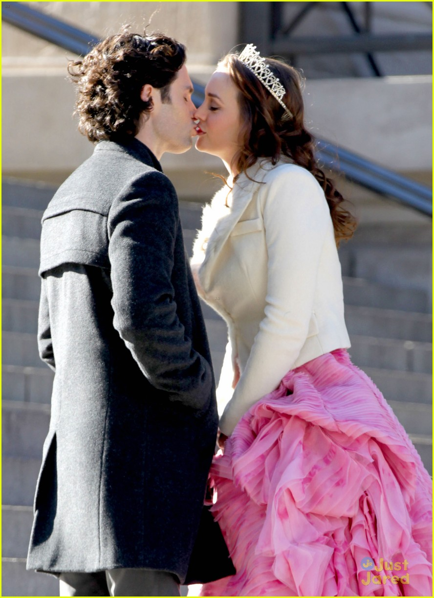 leighton meester penn badgley kiss 02