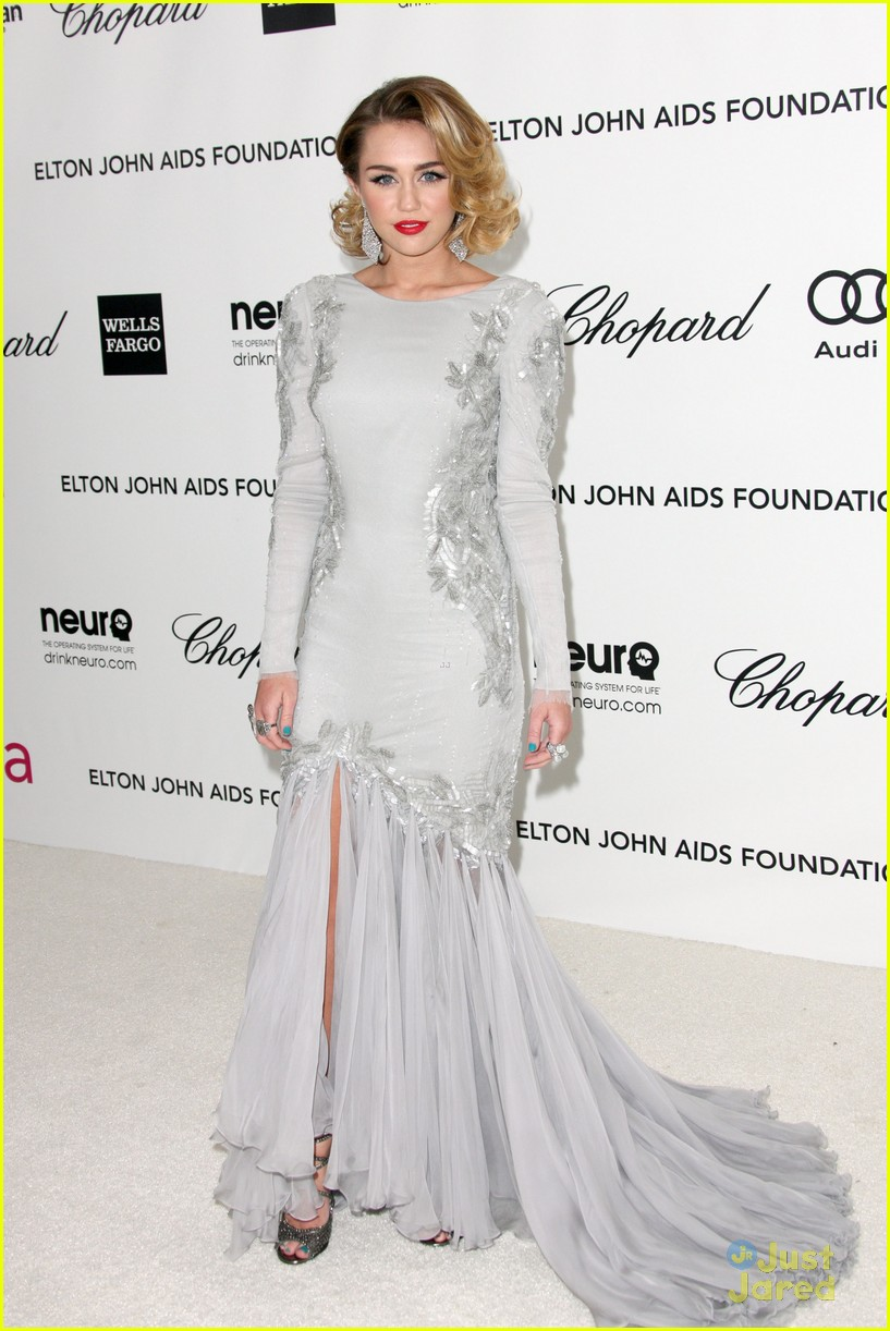 miley cyrus elton john oscar party 03