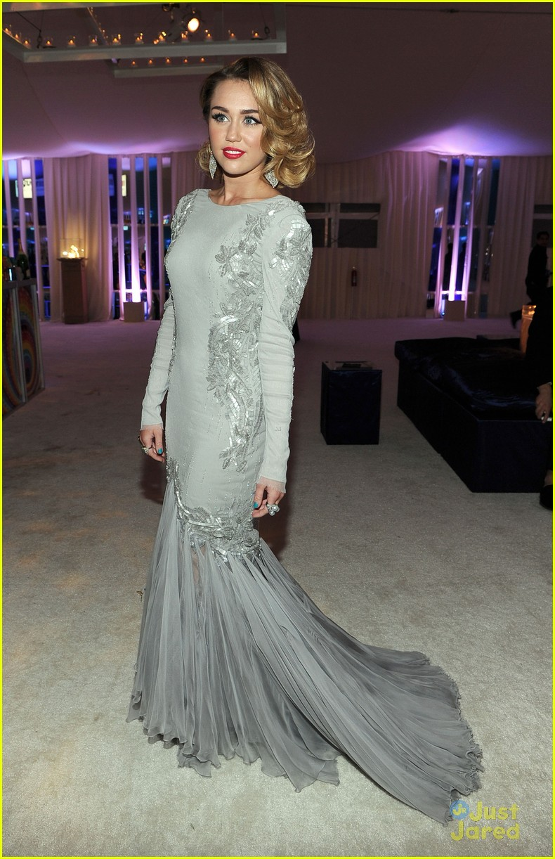 miley cyrus elton john oscar party 10