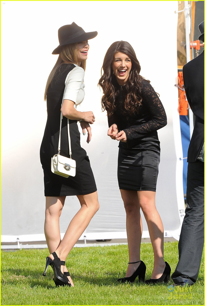 shenae grimes 90210 cemetary 01
