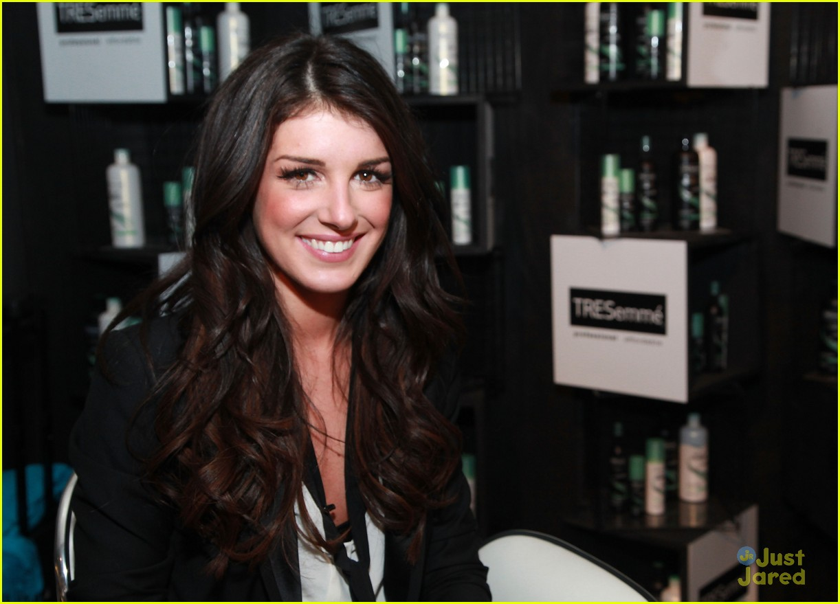 shenae grimes fashion week 01