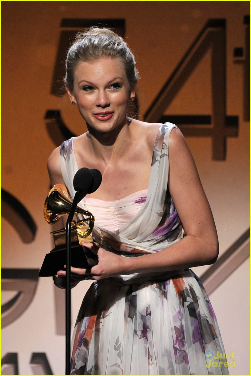 taylor swift 2012 grammys 01