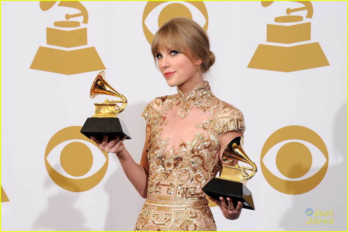 taylor swift grammys performance 01