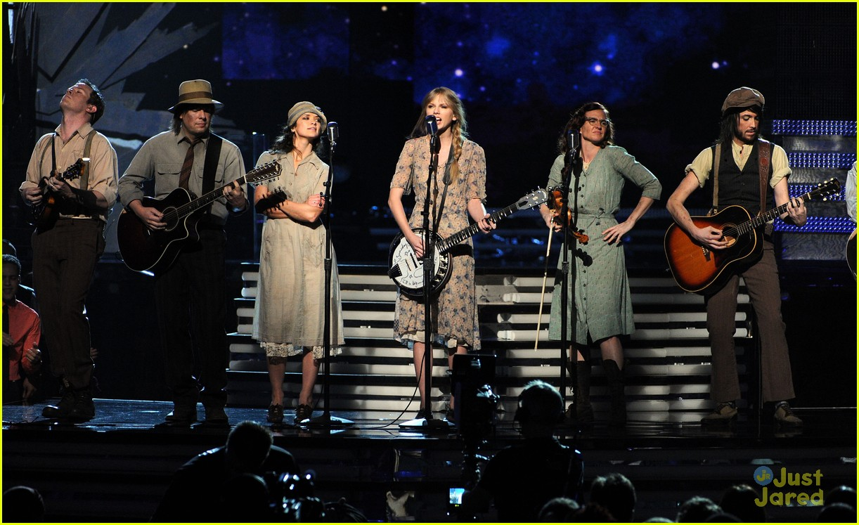 taylor swift grammys performance 02