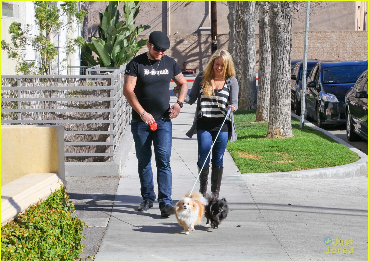 tiffany thornton chris walk dogs 05